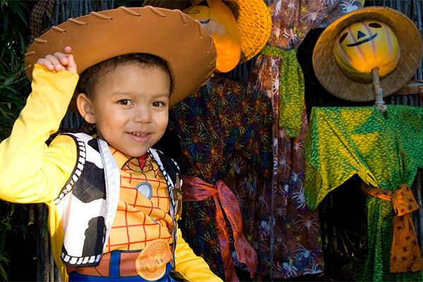 child wearing cowboy hat at boo at the zoo